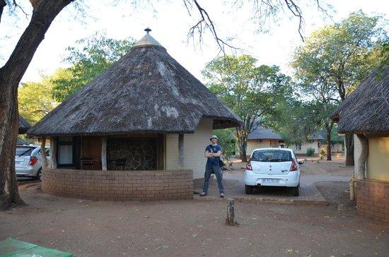 Satara Rest Camp: Hütte mit Stellplatz