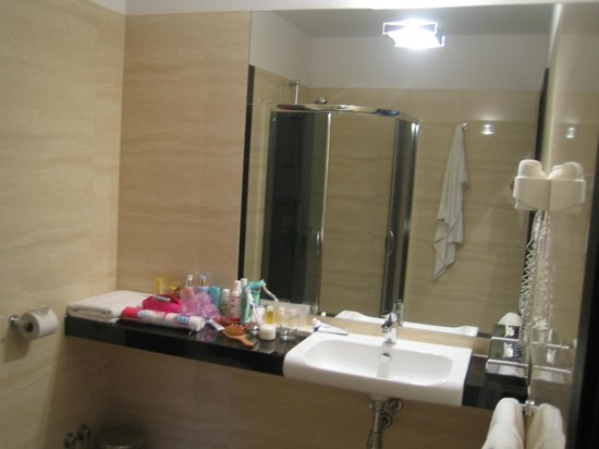 Queen Boutique Hotel:                   Bathroom