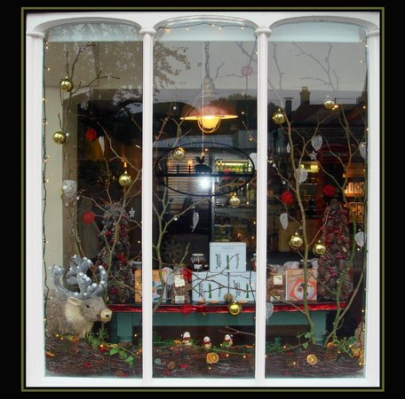 Winchelsea Farm Kitchen:                   Christmas window