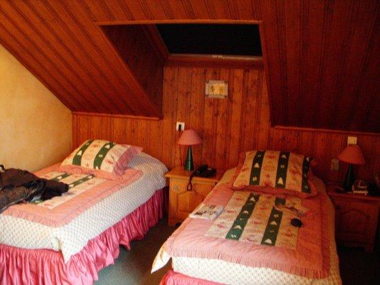 Hotel L'Eterlou:                   Bedroom twin share