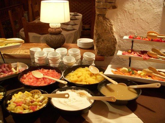 Hotel L'Eterlou:                   Breakfast buffet