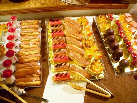 Hotel L'Eterlou :                   Dessert buffet