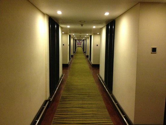 Cinnamon Lakeside Colombo:                   The corridors