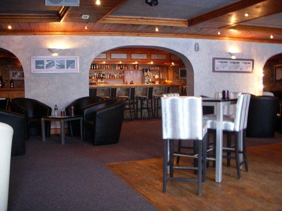 Hotel L'Eterlou :                   Hotel lounge area