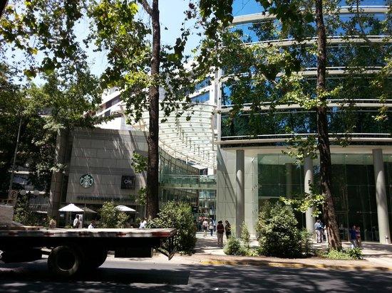 Park Plaza:                   Em frente ao hotel