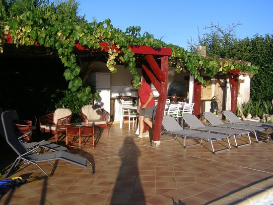 Abcdaire:                   Dinerruimte bij het zwembad