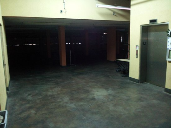 Springmaid Beach Resort & Conference Center:                   Cavernous unlighted entry to conf. center. unsafe