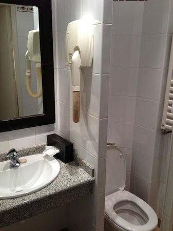 Hotel Nicolo: salle de bains avec douche