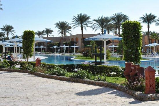 Ali Baba Palace:                   Длинный бассейн не подогревается.