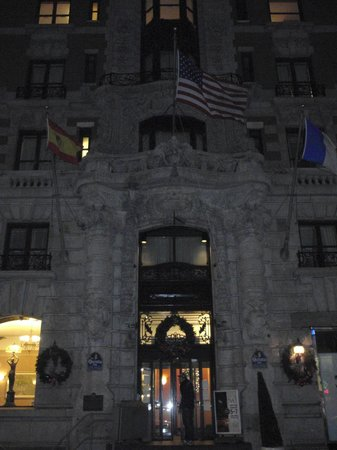 La Quinta Inn Manhattan: ...prospetto principale sulla 17 West 32nd Street.
