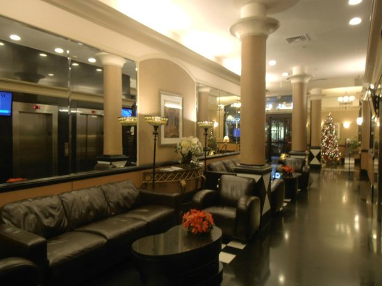 La Quinta Inn & Suites Manhattan: ...ingresso e reception.