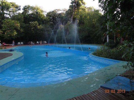 Sol Cataratas Hotel:                   LINDA Y TRANQUILA LA PISCINA..