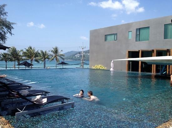 B-Lay Tong Phuket:                   RAS
