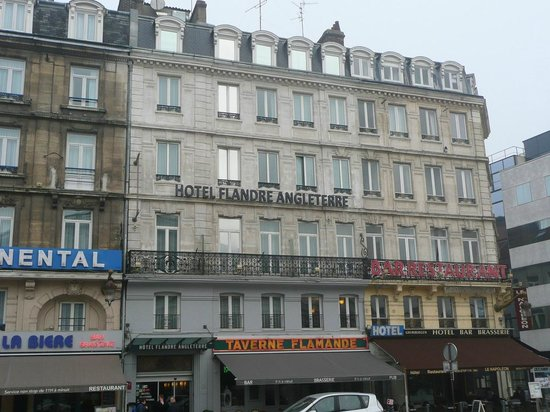 Hotel Flandre Angleterre: The hotel seen from the railway station