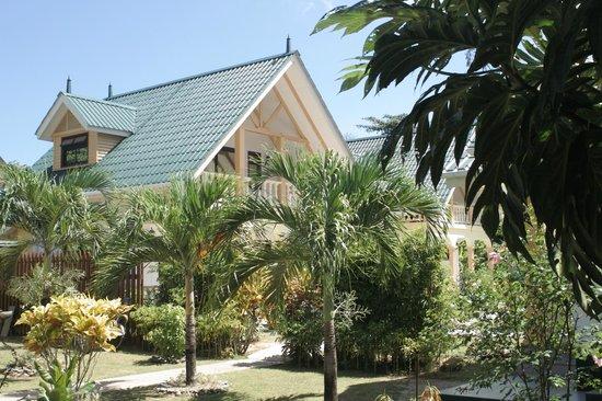 Chalets d'Anse Reunion:                   Blick vom Garten