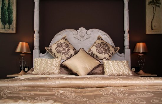 Brighton Marina House Hotel: Room no 10 French Provencal with full ensuite and side seaview