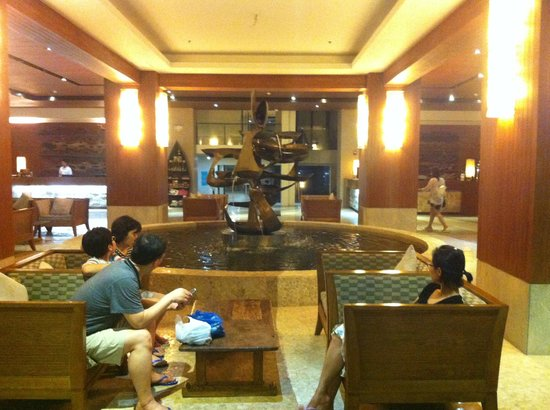 Crown Regency Resort & Convention Center: lobby..