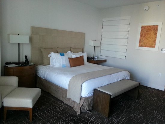 EPIC Hotel - a Kimpton Hotel: Club King Waterview Room