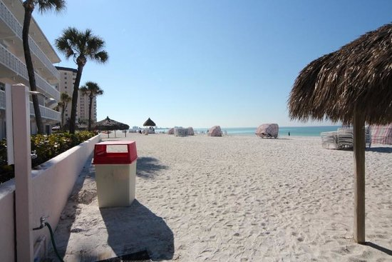 Sandcastle Resort at Lido Beach:                   Beach area