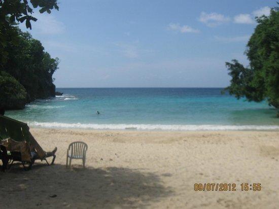 Frenchman's Cove Resort:                                     Awwww....lovely blue water