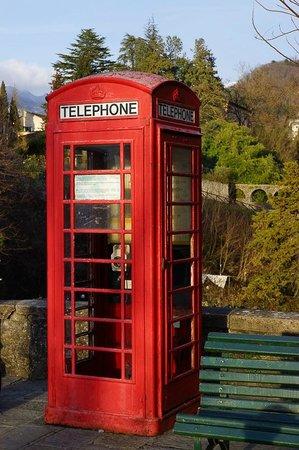 Acchiappasogni Luxury B&B:                   Cabina telefonica inglese