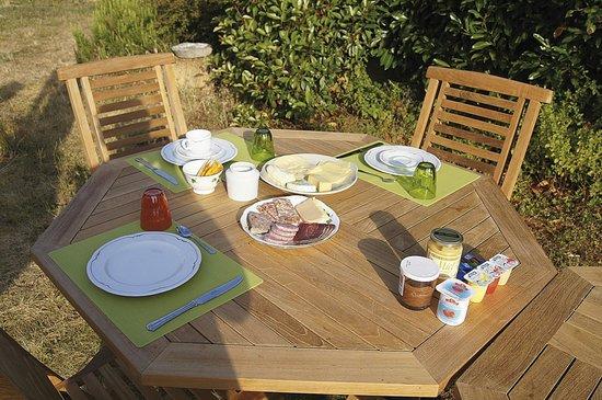Abcdaire:                   Ontbijten in de ochtendzon.