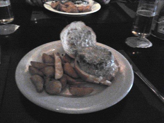 Pecado Carnal :                   Hamburquesa pequeña, seca y fria, inundada de salsa, fria también