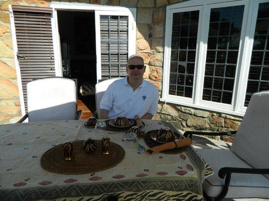 Ikhaya Safari Lodge:                   just relax at breakfast, looking the panorama of vineyards