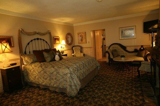 Gunn House Hotel: King Suite.