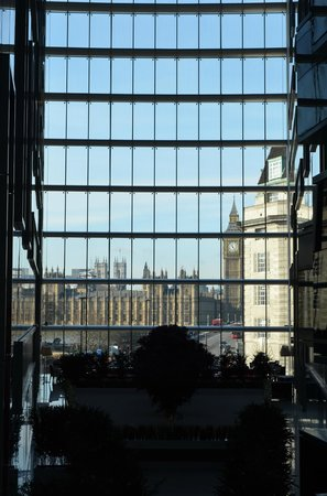 Park Plaza Westminster Bridge London : View from the central atrium.