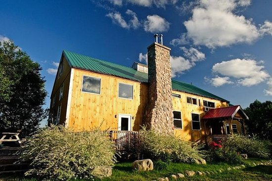 Cabot Shores Wilderness Resort: Whiff's Lodge offers accommodation, dining, rec-room, additional shower facilities and meeting s
