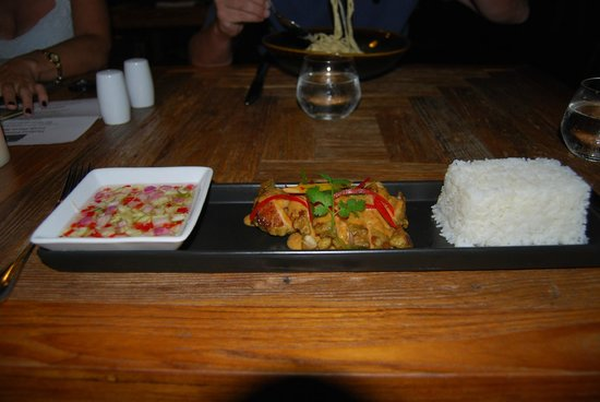 Mantra Samui Resort:                   Delicious chicken satay