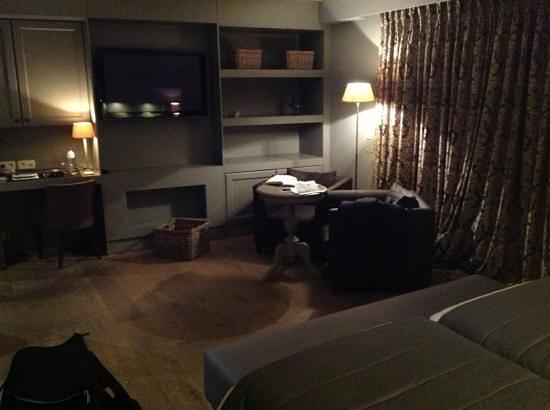 Tuinhotel:                   De zithoek van de luxekamer