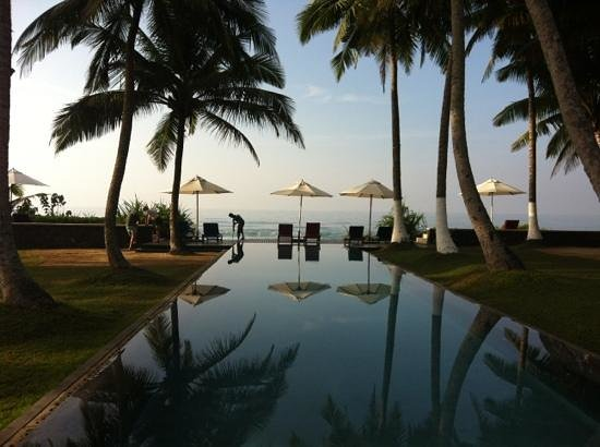 Apa Villa Thalpe : beautiful swimming pool in front of the sea
