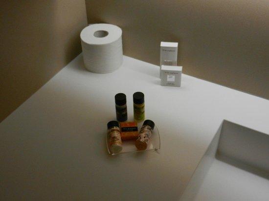 O&B Athens Boutique Hotel:                   Toiletten-Artikel