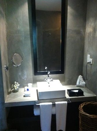 Paradise Road The Villa Bentota: our bathroom made of polished concrete