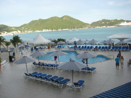 Sonesta Great Bay Beach Resort, Casino & Spa: Pool view