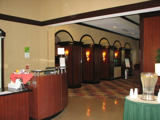 Holiday Inn Tallahassee Conference Center: Ingreso al comedor