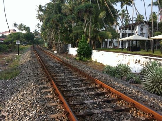 Paradise Road The Villa Bentota: railways between the Villa and the beach