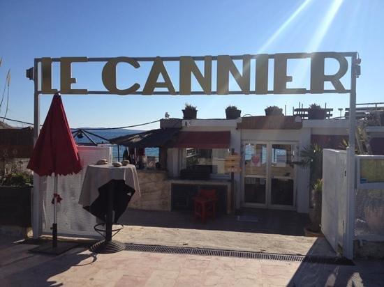 Le Cannier Restaurant: l entrée du resto
