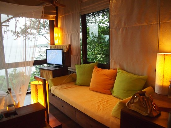 Six Senses Samui: Lounge chair in bedroom
