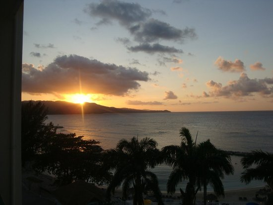 Sunscape Splash Montego Bay:                                     Our first sunset