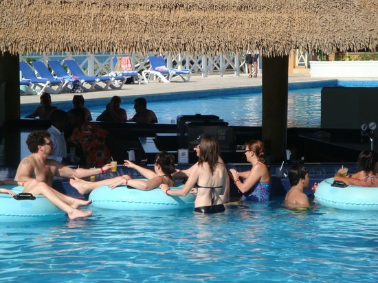 Sunscape Splash Montego Bay:                                     Main Pool Bar