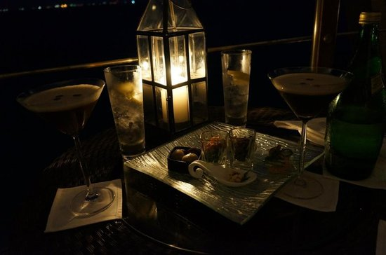 Baros Maldives:                   Pre-dinner drinks at Lighthouse