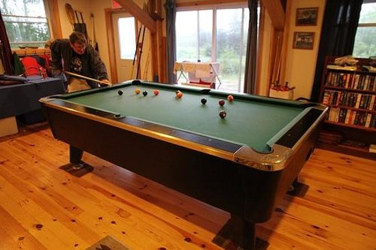 Cabot Shores Wilderness Resort: A good game of pool in the rec room is a great way to unwind after supper!