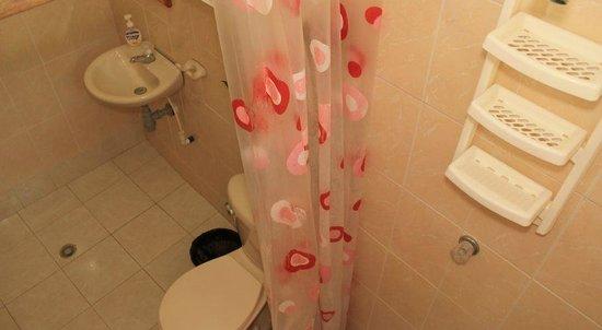 Posada Nativa Miss Trinie: All room have full bathrooms