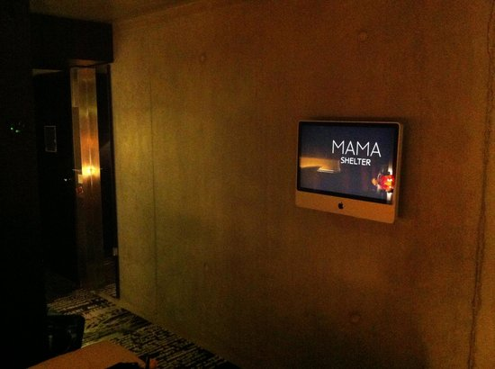 Mama Shelter Paris: imac with free adult movies ;-)