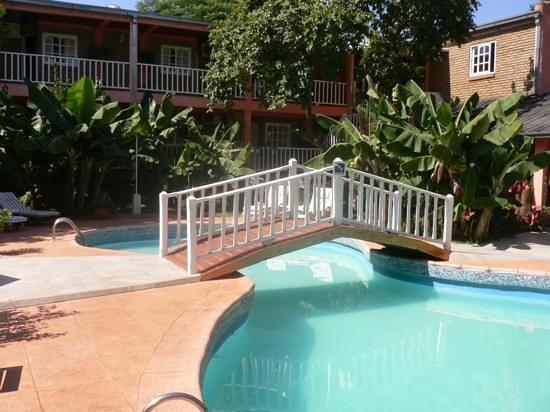 La Sorgente Hotel Posada:                   la piscina