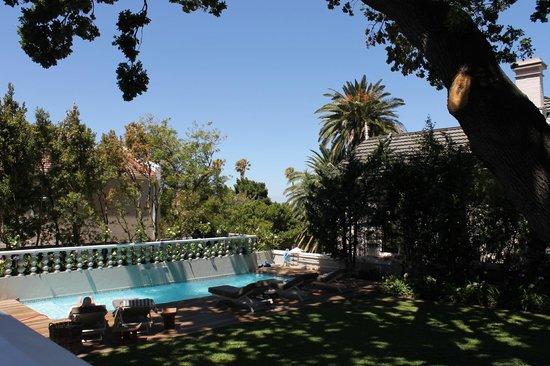 Trevoyan Guest House: Garten mit Swimminpool