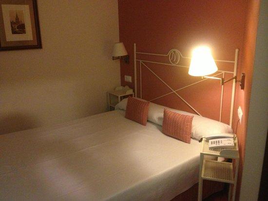 Hotel Murillo: CHAMBRE